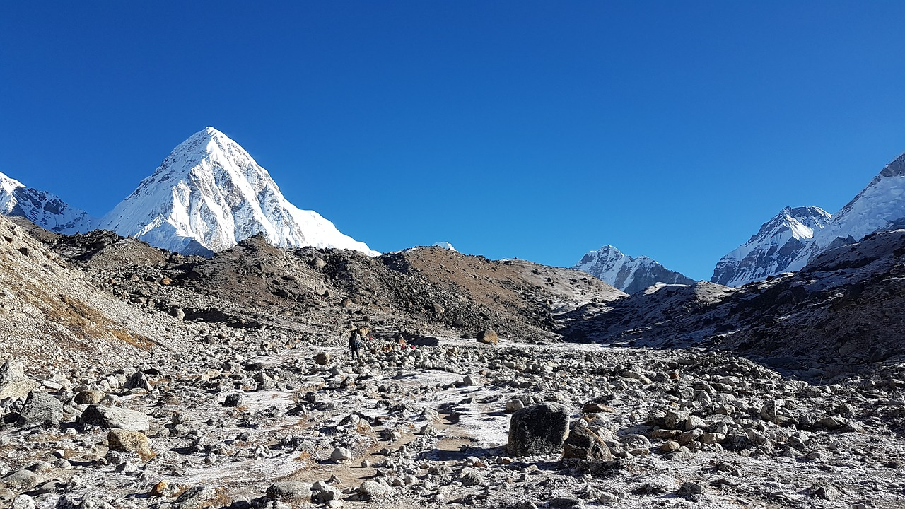 5 Best Moderate Trekking Routes in the Everest Region